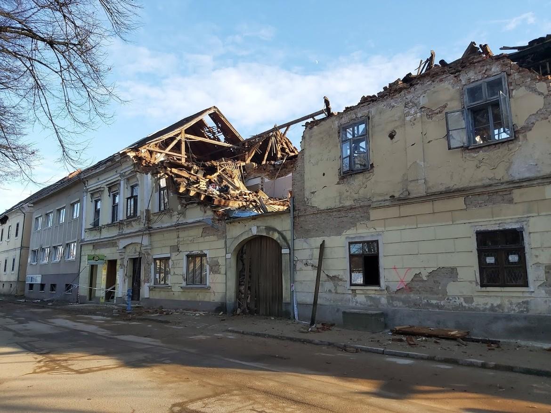 A háztető segíthet földrengés ellen?